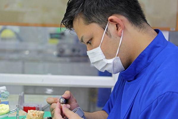 大阪大学歯科部付属歯科技工学校卒 平富 健祐さん